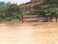 Hơn 10.000 học sinh ở rốn lũ Hương Khê chưa thể đến trường