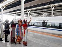Trung Quốc vận hành tuyến đường sắt cao tốc dài nhất thế giới