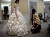 Độc đáo cuộc thi váy cưới làm từ giấy vệ sinh