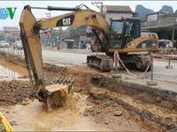 Vỡ đường ống D600 cấp nước sạch ở Cẩm Phả