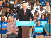 Tỷ phú Warren Buffett thách Donald Trump công khai thuế thu nhập