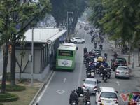 Tăng tần suất xe bus nhanh BRT trong giờ cao điểm