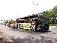 Cháy xe khách giường nằm, hàng chục hành khách may mắn thoát chết