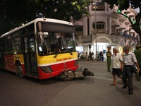 Hà Nội: Xe bus gây tai nạn liên hoàn, một cô gái trẻ tử vong tại chỗ