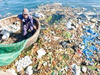 Ngăn chặn rác thải 'tấn công' vịnh Nha Trang mỗi ngày