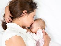Sữa mẹ và sữa công thức đối với trẻ nhỏ