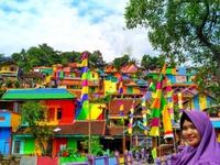 Khu ổ chuột ở Indonesia 'hóa' làng cầu vồng tuyệt đẹp
