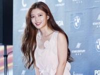 Lộng lẫy là vậy nhưng ai ngờ chiếc váy của Kim Yoo Jung lại chỉ là hàng giá rẻ