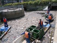 7 tấn rác/ngày trên kênh Nhiêu Lộc - Thị Nghè (TP.HCM) dịp Tết