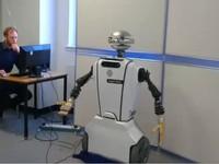Alyx - robot giúp người tự kỷ làm việc