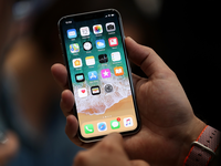 Dùng iPhone X không khác nào... ôm 'quả bom nổ chậm'