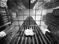 Thuyết âm ưu: Apple làm chậm các thiết bị cũ khi ra mắt iPhone mới?