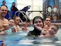 Độc đáo lớp học bơi dành cho trẻ sơ sinh tại Cairo, Ai Cập