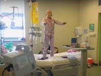 Video cô bé ung thư nhảy múa trên giường bệnh đạt hơn 5 triệu lượt xem