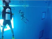 Bể lặn trong nhà đầu tiên ở châu Á