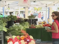 Chợ nông trang - Cứu cánh cho những trang trại hữu cơ gia đình Mỹ