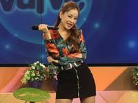 Chi Pu vừa hát live, vừa 'quẩy' tưng bừng 'Từ hôm nay' trên sóng truyền hình
