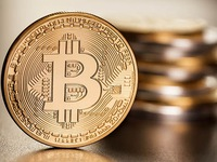 Bitcoin tăng giá kỷ lục mới, vượt mốc 5.200 USD