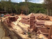 Tham quan đường hầm điêu khắc đất sét độc đáo ở Đà Lạt