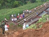 Yên Bái: Sạt lở núi gây ách tắc nghiêm trọng tại ga Lâm Giang