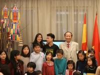 Gặp mặt các gia đình Tây Ban Nha nhận nuôi con nuôi Việt Nam