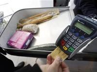 Thanh toán tiền mặt dần nhường chỗ cho giao dịch qua thẻ
