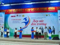 Trao học bổng 'Tiếp sức đến trường' cho sinh viên nghèo khu vực Nam Trung Bộ