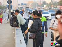 Người dân nên bỏ thói quen đợi xe dọc đường để không còn xe 'dù', bến 'cóc'