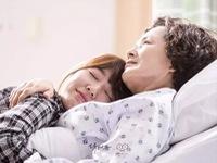 """Park Shin Hye khóc nức nở trước di hài """"bà ngoại"""" Kim Young Ae"""