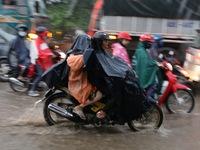 Người dân TP.HCM đội mưa về miền Tây nghỉ lễ 2/9