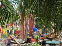 Người dân Khánh Hòa đối mặt khó khăn chất chồng sau bão số 12