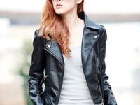 Bật mí cách biến hóa đa phong cách với áo khoác da