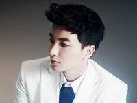 """Đăng ảnh trong toilet, trưởng nhóm Super Junior bất ngờ ăn """"gạch đá"""""""