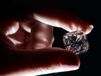 Bán đấu giá viên kim cương từng gắn trên vương miện của 6 vị vua Pháp