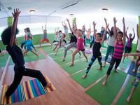 Giáo viên yoga trẻ nhất nước Mỹ là cậu bé 11 tuổi