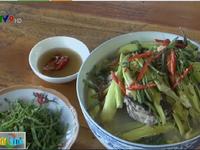 Thưởng thức món lục bình nấu cá trê mẻ chua