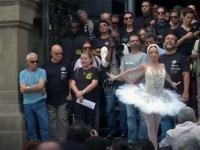 Vũ công, ca sỹ Brazil biểu tình bằng nghệ thuật do thiếu lương
