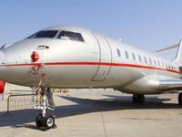Choáng ngợp với máy bay dát kim cương tại Triển lãm hàng không Dubai