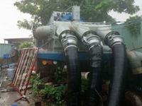 TP.HCM huy động 4 máy bơm chống ngập ở đường Nguyễn Hữu Cảnh