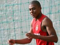 Man City chen chân tính phá Real Madrid vụ Mbappe