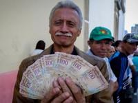 Venezuela tăng lương tối thiểu lên 50
