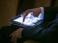Tranh cãi xung quanh lệnh cấm thiết bị điện tử của Mỹ