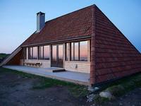 Cải tạo ngôi nhà mái ngói 50 năm tuổi thành nơi sống đầy tiện nghi