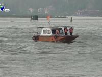 Nghệ An: Lật tàu, 12 thuyền viên được cứu nạn an toàn
