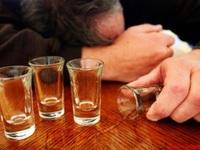 Thêm một ca tử vong do ngộ độc rượu
