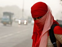 Không khí tại New Delhi (Ấn Độ) ô nhiễm tương đương 'phòng khí độc'