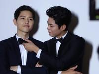Song Joong Ki ủng hộ đàn em Park Bo Geum hết mình