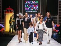 Tận hưởng 'hơi thở biển cả' trên sân khấu Tuần lễ thời trang quốc tế Việt Nam Xuân - Hè 2017