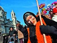 Những phong tục đón lễ Giáng sinh 'siêu kỳ quặc' khắp năm châu