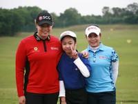 Cặp chị em người Thái nổi tiếng truyền kinh nghiệm cho 20 tay golf nhí Việt Nam